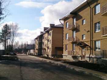 Три малоэтажных корпуса